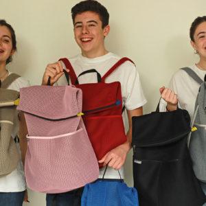 mochila saca confeccionada con tejido brisa disponible en nuestra tienda de bolsos catogoría mochilas todo hecho a mano