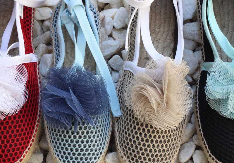 Alpargatas Brisa hechas a mano de forma artesanal y detalle picolina tul