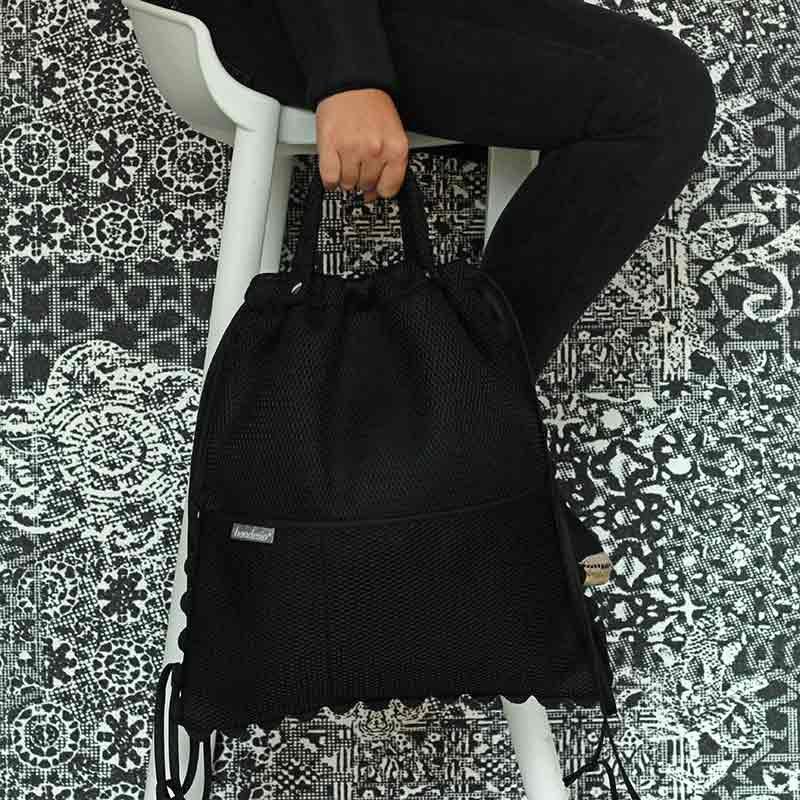 Mochila Brisa negra diseñada y confeccionada por Bondesio