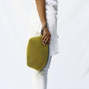 Neceser Brisa Amarillo y bies marengo de Bondesio que podrás llevar como bolso de mano.