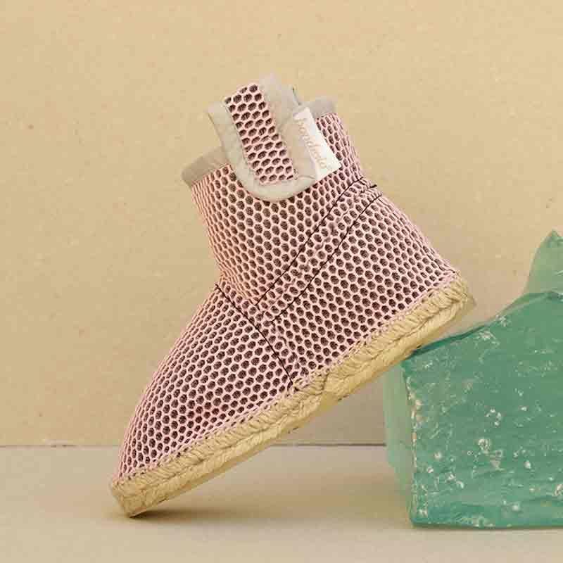 Bota Brisa plana en rosa y gris confeccionadas artesanalmente por Bondesio