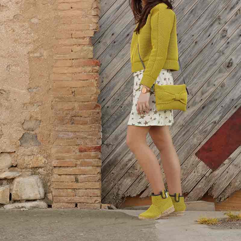 ropa de moda con Look Bondesio Brisa amarillo de Bomber Bolso bandolera y Botas