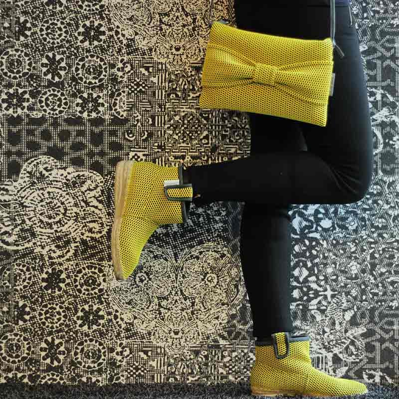Look Bondesio de bolso bandolera y botas Brisa confeccionadas a mano en su taller