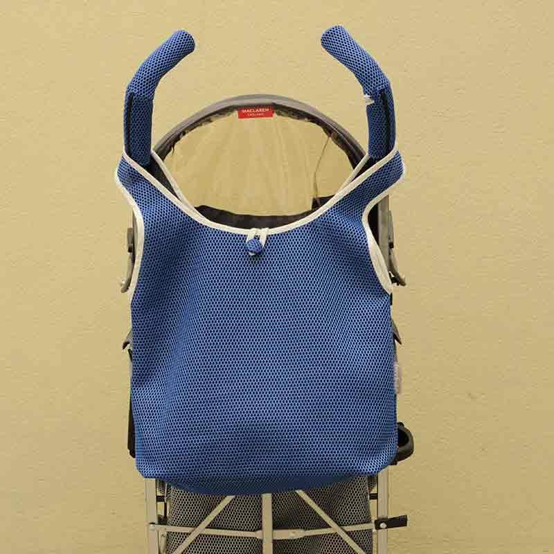 Bolso Camiseta azul klein para silla de paseo tipo Maclaren confeccionado en tejido transpirable