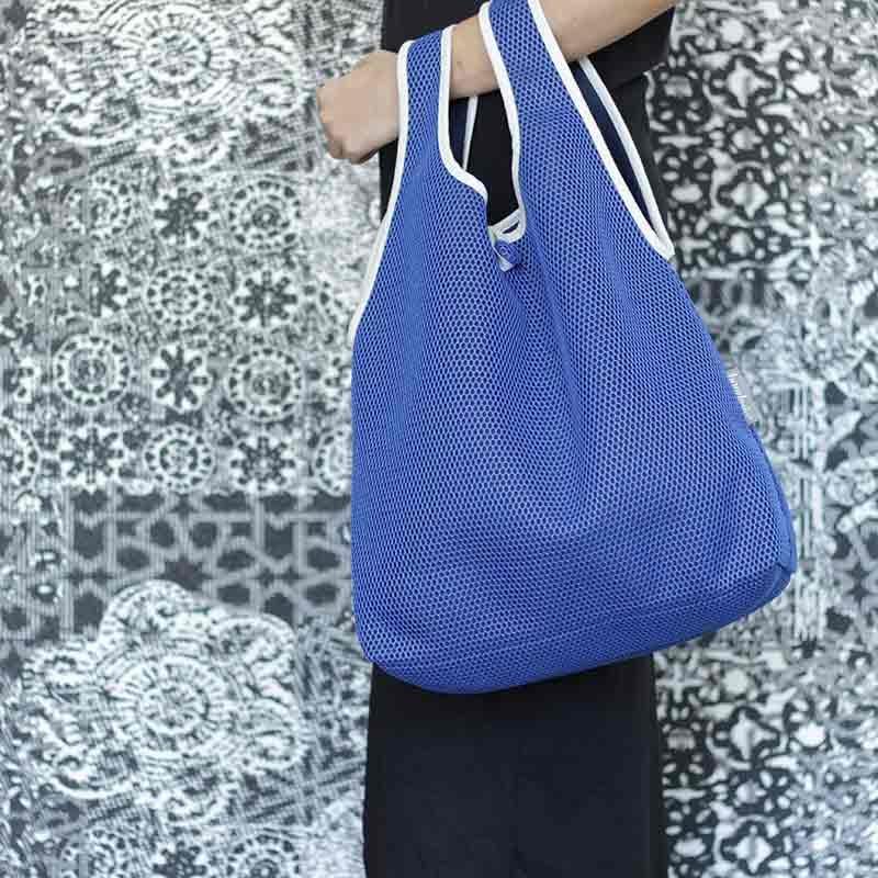 Bolso Camiseta azul klein confeccionado en tejido transpirable Brisa diseño propio