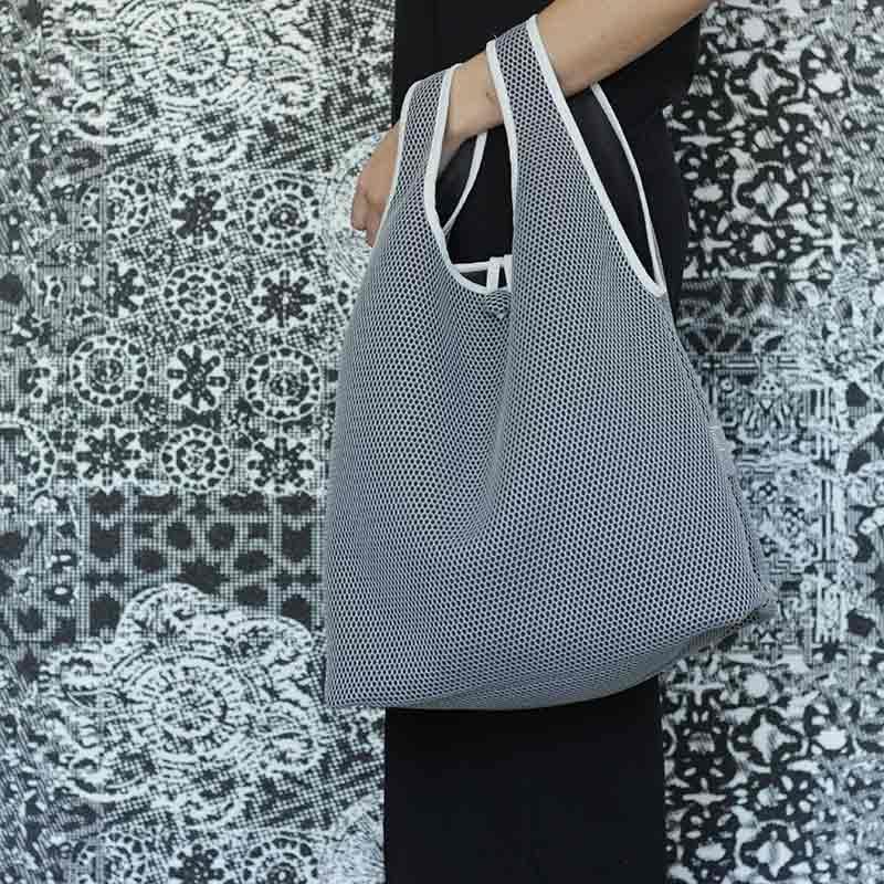 Bolso Camiseta gris confeccionado en tejido transpirable Brisa diseño propio