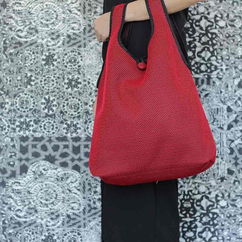 Bolso Camiseta rojo confeccionado en tejido transpirable Brisa diseño propio