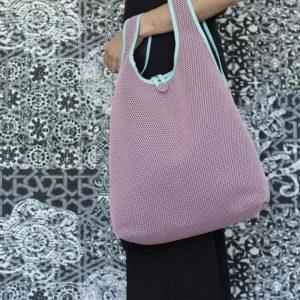 Bolso Camiseta rosa confeccionado en tejido transpirable Brisa diseño propio