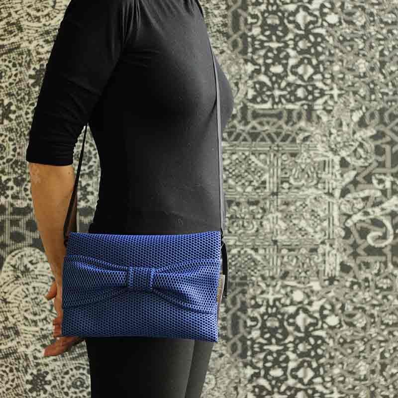 Bolso Bandolera Brisa azul klein diseño propio y confeccionado a mano por Bondesio
