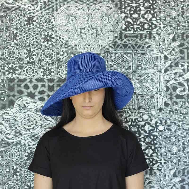 Pamela Brisa azul klein diseño propio confeccionado en tejido ranspirable