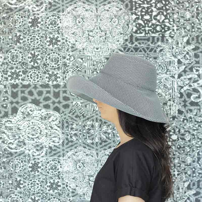 Pamela Brisa gris diseño propio confeccionado en tejido transpirable