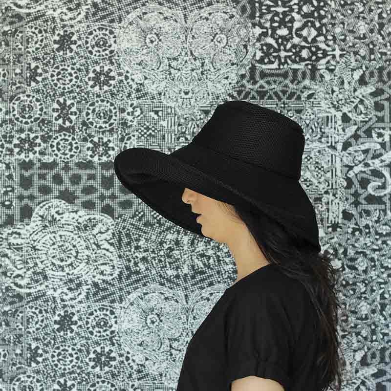 Pamela Brisa negra diseño propio confeccionado en tejido transpirable
