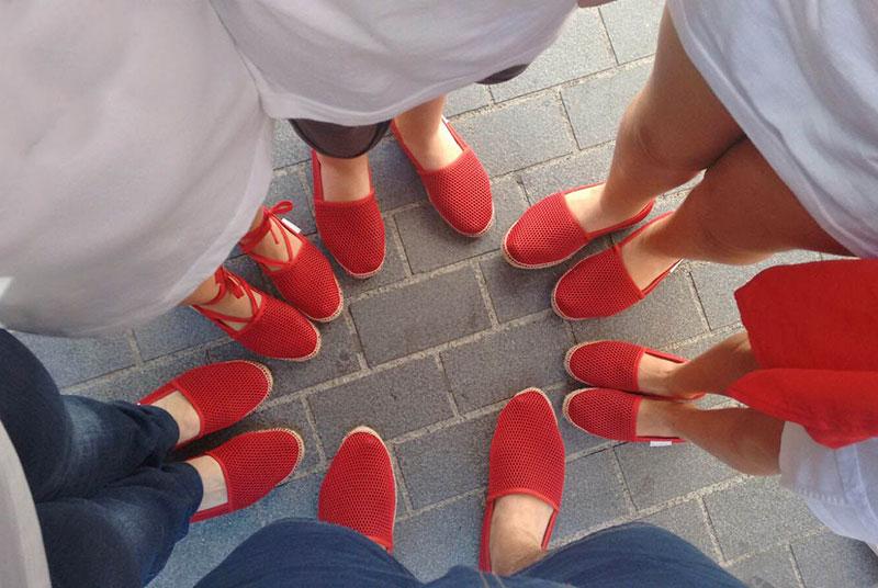 Alpargatas Brisa rojas confeccionadas a mano por Bondesiobebe