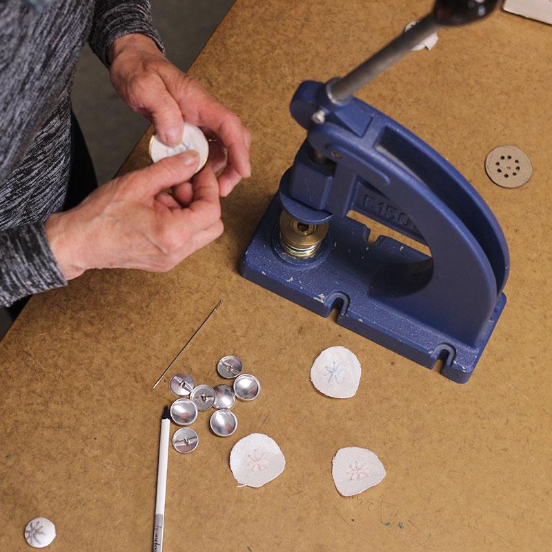 botones bordados a mano por Bondesio