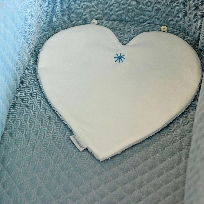 Bocaditas corazón diseñado, confeccionado y bordado a mano por Bondesio