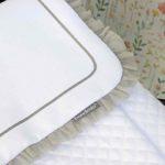 Detalle embozo colcha confeccionada artesanalmente por Bondesio