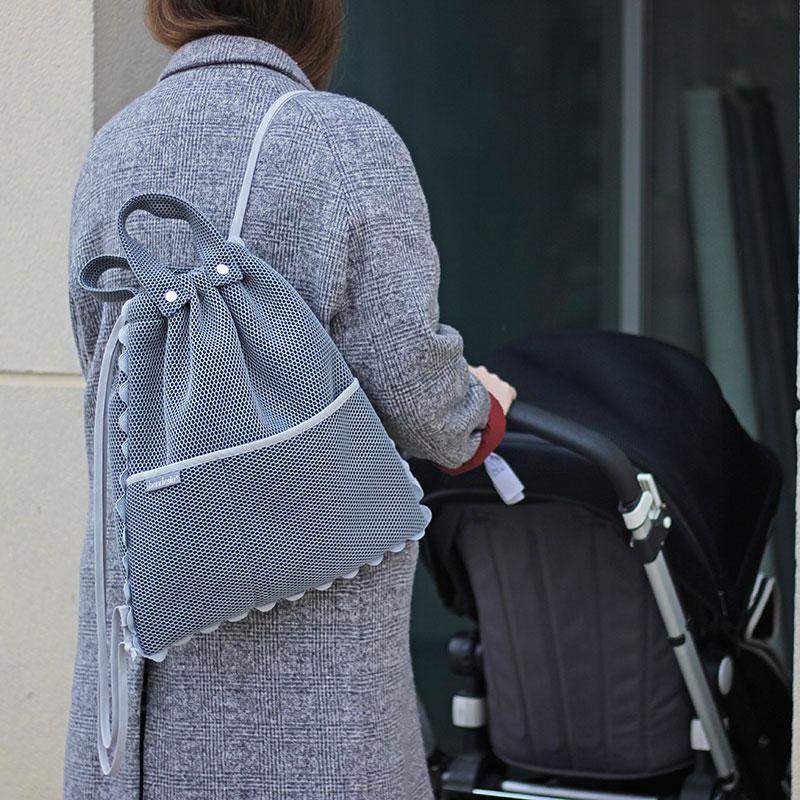 mochila gris