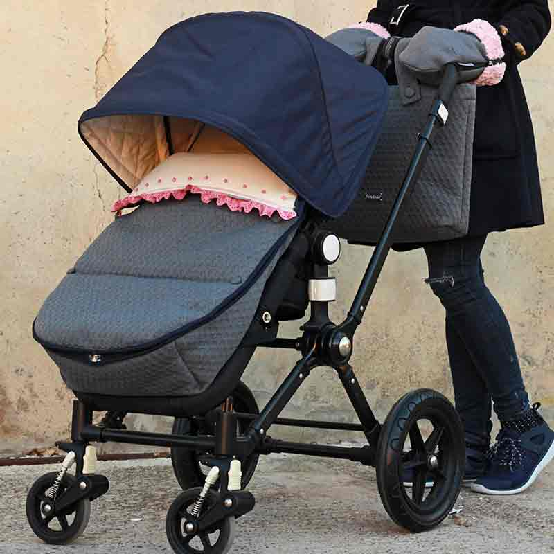Saco silla diseñado, confeccionado y bordado a mano por Bondesio.