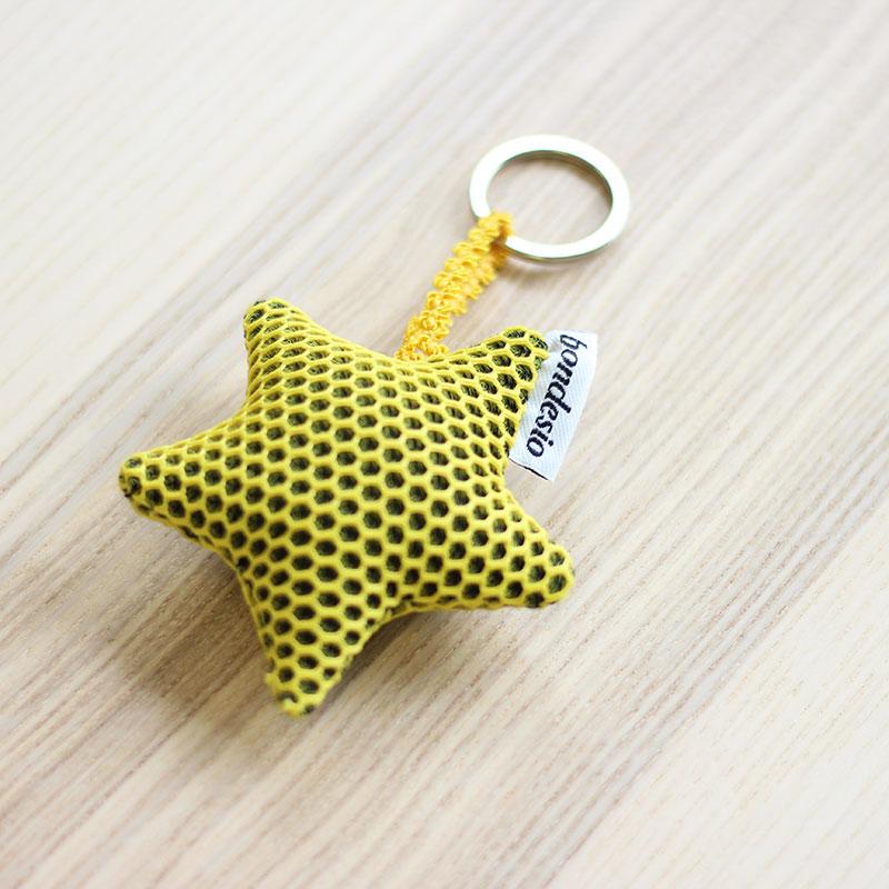 llavero estrella amarillo