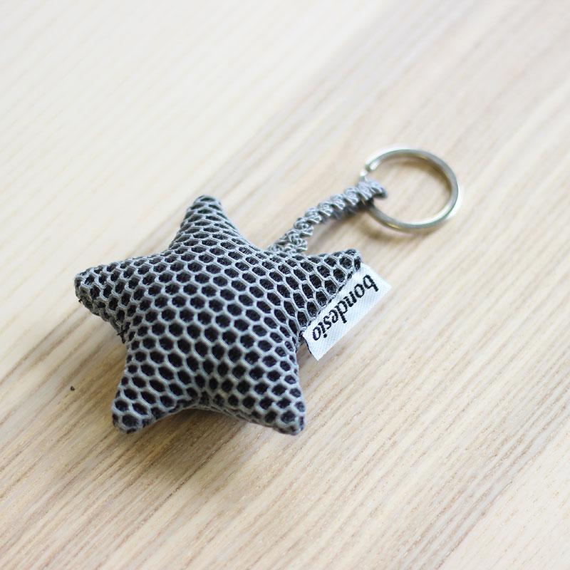 llavero estrella gris