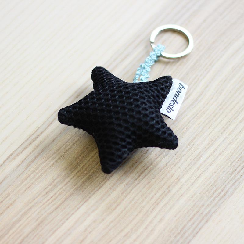 llavero estrella negro