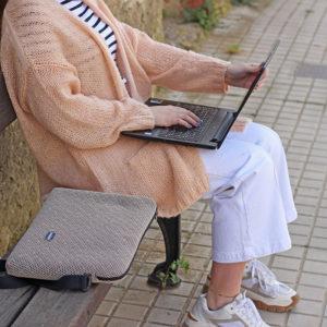 funda ordenador beige