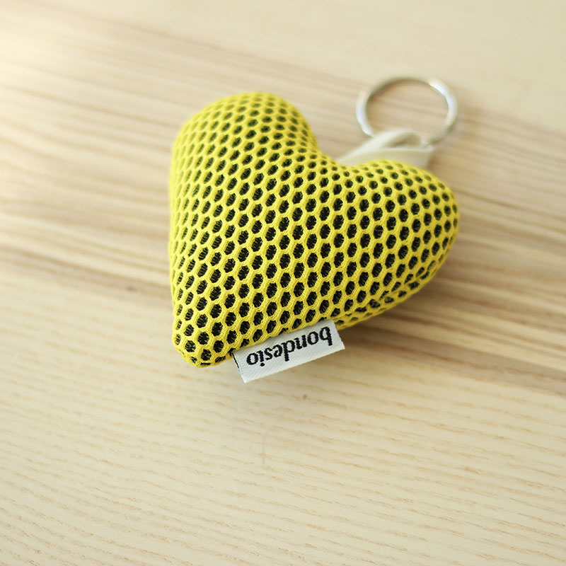 llavero corazon amarillo