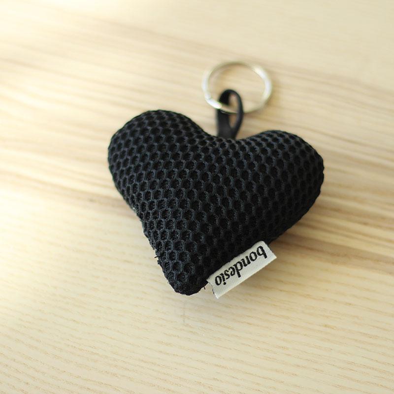 llavero corazon negro