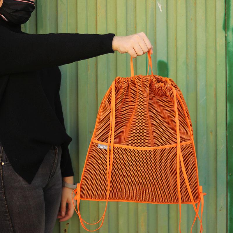 mochila transpirable naranja