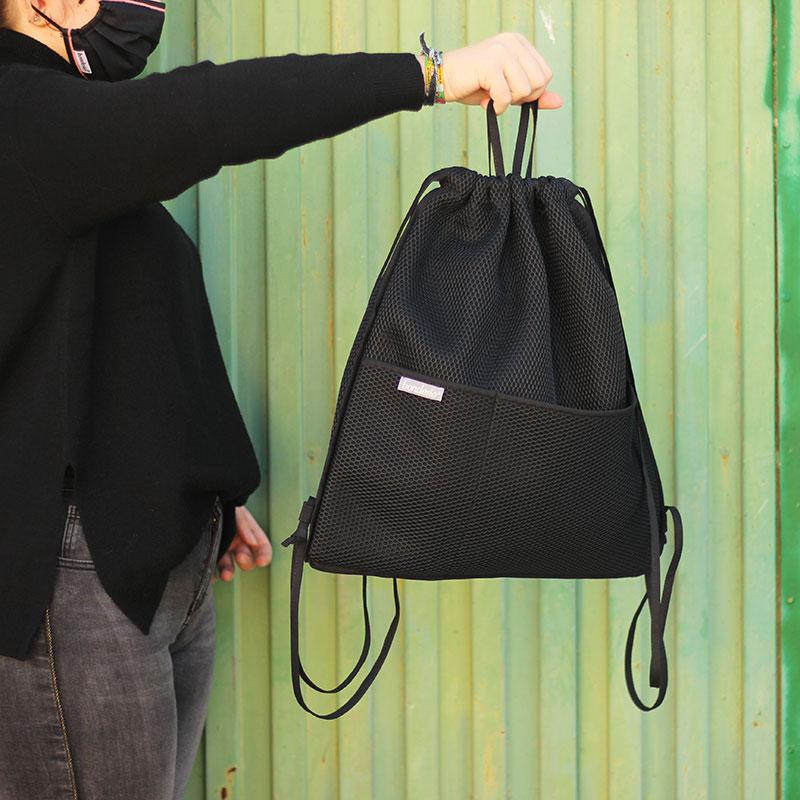 mochila transpirable negra