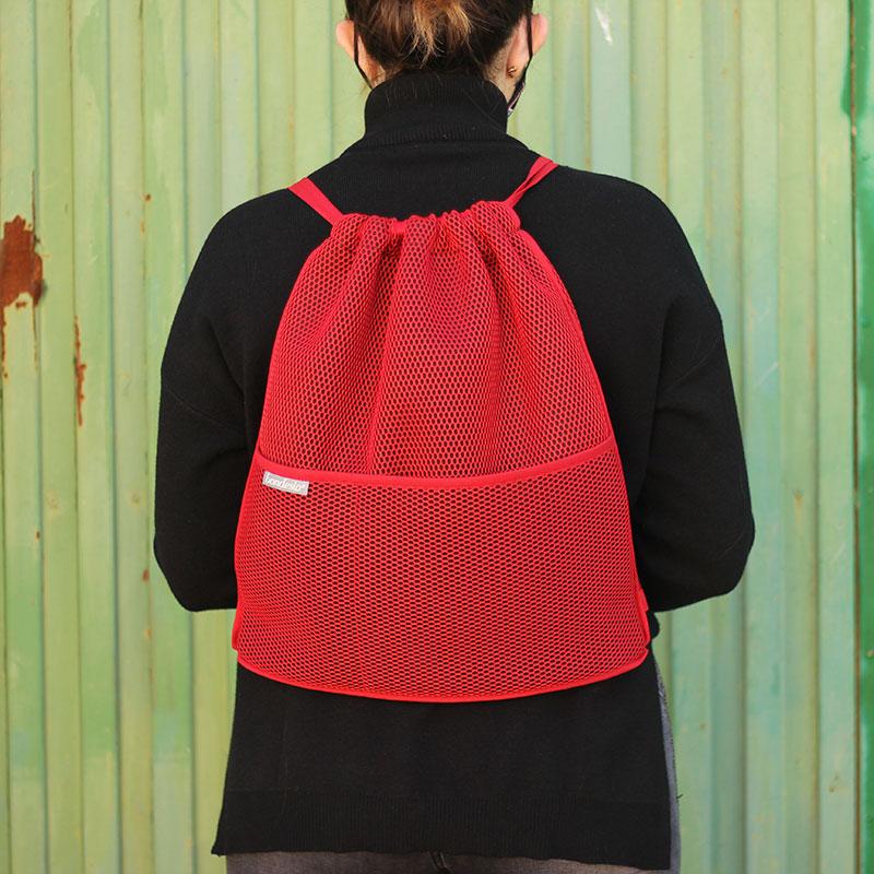 mochila transpirable roja