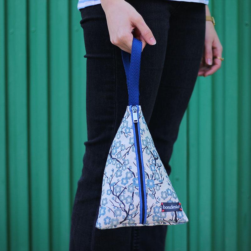 bolso mano flores azul